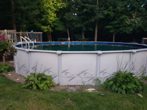 27 foot above ground pool for sale. Piscine 27 pieds a vendre.