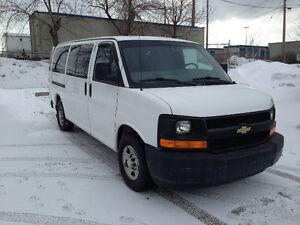 2004 Chevrolet Express Van Seats 8