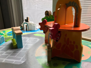 Imaginarium Discovery Zoo Play Table