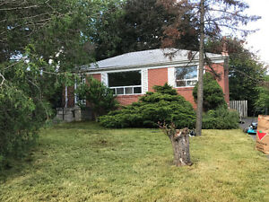 3 Bedroom Bugalow in Oakville/ Fourth Ln-Speers Rd