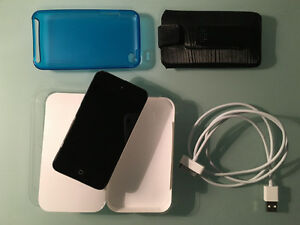 ipod touch 4th Generation + Accessories! West Island Greater Montréal image 2