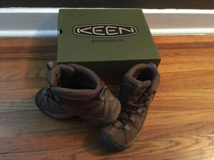 Women's Keen Hiking Boots--size 6