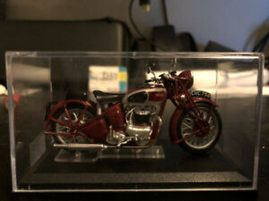 Triumph Speed Twin 1938 Motorcycle Die-Cast Model 1:24 Scale