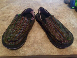 Size 1 youth girls rainbow coloured Sanuk shoes. Good shape.