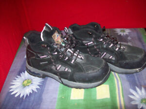 Work Load sporty steel toed shoes women's size 10 London Ontario image 2