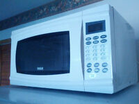 RCA 1.1 Cubic Feet Microwave Oven, White (Like new)