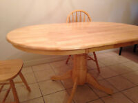 Solid wood dining table and 4 chairs like new