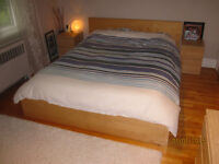 Queen bed IKEA/MALM, 2 night tables,chest drawers/lit et matelas