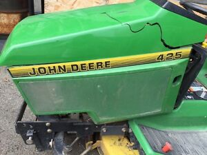 John Deere 425 Riding Lawnmower