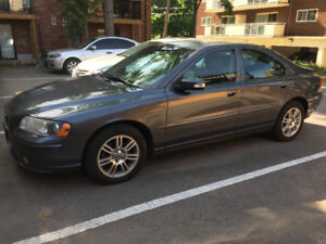 Volvo S60 Sedan Fully loaded (sun-roof, heated seats and more)