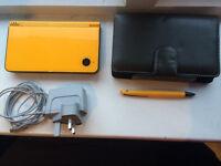 Nintendo DSI XL yellow/black
