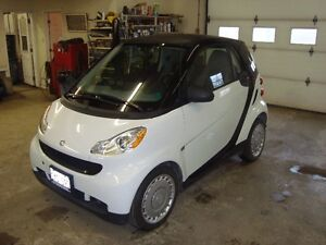 2010 SMART FORTYTWO 2DR WHITE IN COLOR $4995 PLUS THE HST