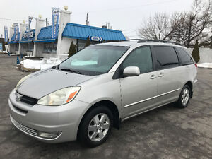 2004 Toyota Sienna LE 8 passengers