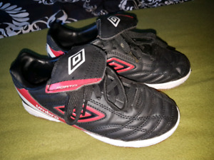 Boys size 2 Umbro indoor soccer shoes
