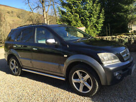 STUNNING KIA SORENTO XT 2.5 CRD TOP OF THE RANGE LEATHER MANUAL 18 ALLOYS SATNAV