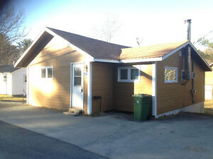 Home/Cottage with Double Car Garage - 1 Morton Street