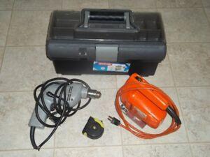 perceuse ( Drill ) - scie sauteuse - coffre - gallon à mesurer