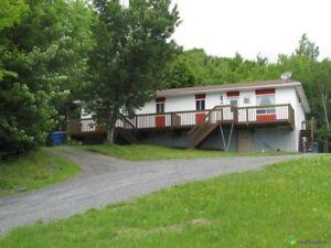 Duplex de 2 logements à vendre, un 4 ½ et un 5 ½  a St-Benjamin