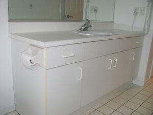 Salle de bain en mélamine blanc et cuisine en mélamine blanc