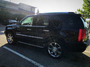 "2008 Cadillac Escalade Black on Beige, Fully Loaded with 22"" Rim"