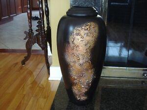 Très beau Vase noir 24 pouces de haut