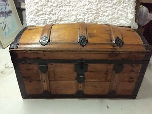 Antique curved top trunk chest in GREAT shape!