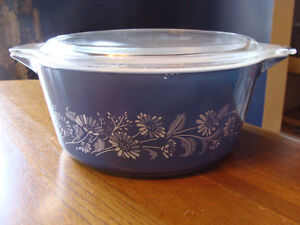 BLUE WHITE COLONIAL MIST DAISIES LIDDED CASSEROLES 474 475 London Ontario image 7