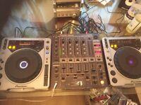 2 CDJ 800s and a djm 600 mixer