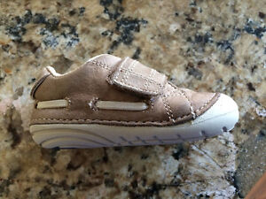Stride Rite boys size 19.5  (4.5) leather shoes / souliers
