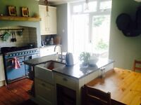 DOUBLE ROOM FOR RENT LARGE HOUSE WITH 2 drives, garage, large garden!! ALL BILLS INCLUDED