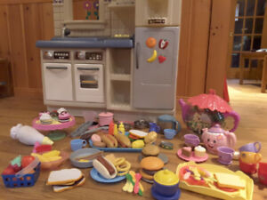 CUISINETTE POUR ENFANT/KID'S KITCHEN