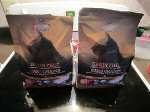 Wholesome Blend Grain Free Cat Food