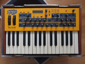 Dave Smith Mopho Keys Analog Synthesizer with Clydesdale Case