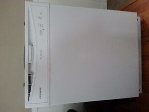 Excellent running Dishwasher forsale only 2 years old Moose Jaw Regina Area image 2