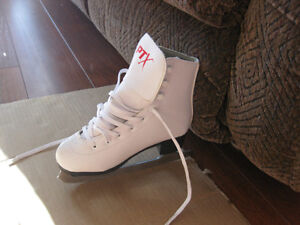 girl's firgure skates sze 1 and 13 good condition clean Kitchener / Waterloo Kitchener Area image 6