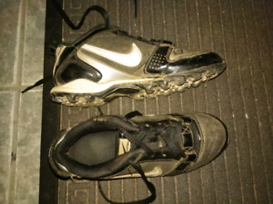 Youth Baseball / Football Cleats size 3Y