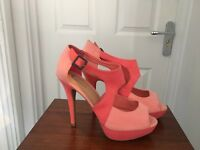 Coral heel size 6