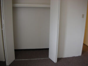 QUIET Top Flr 2 Bedroom: $925 + power, near 8th Street Moose Jaw Regina Area image 9