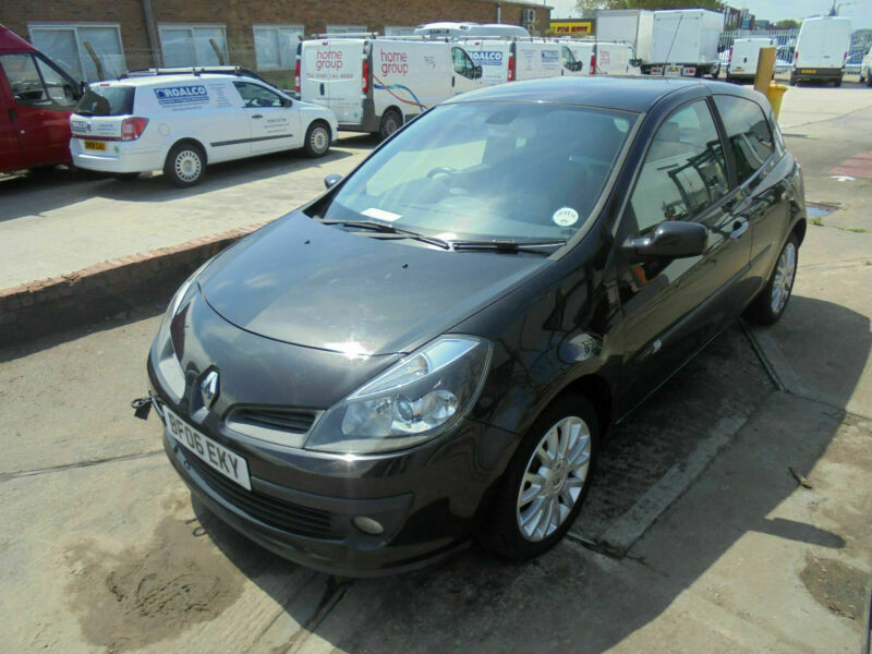 2006 RENAULT CLIO 1 5DCi 106 DYNAMIQUE S IN BLACK SPARES OR REPAIR NON  RUNNER | in Clacton-on-Sea, Essex | Gumtree