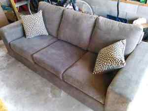 Couch in excellent condition!