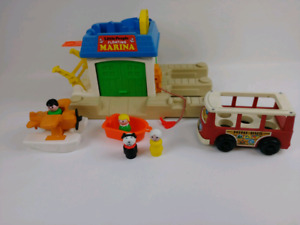 Fishers Price Little People Marina personnages et accessoires
