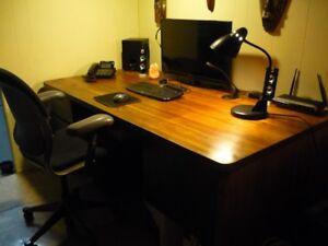 Solid black walnut desk in Maple Ridge