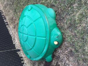 bac à sable en forme de tortue verte