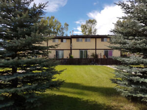 LARGE OKOTOKS TOWNHOUSE FOR RENT WITH HUGE YARD.
