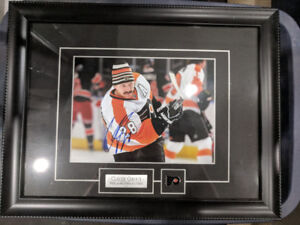 Claude Giroux Autographed Picture *8x10* *Great Condition*