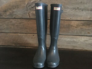 Woman's Hunter boots, size 9