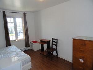 Hull, Lac-Des-Fée, chambre à louer pour juillet tout inclus.