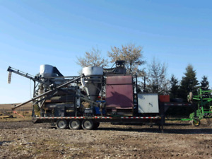 Mobile grain cleaner
