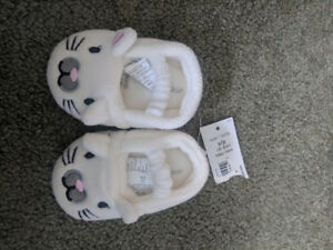NEW baby girl slippers 0-6 months