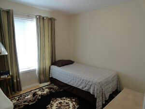BEDROOM FOR RENT IN BRIARWOOD